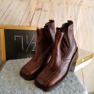 Frye Frenzy Side Gore Leather Reddish Brown Bootie